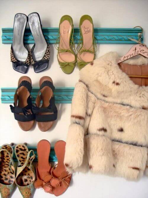 взуття на підборах на полиці
