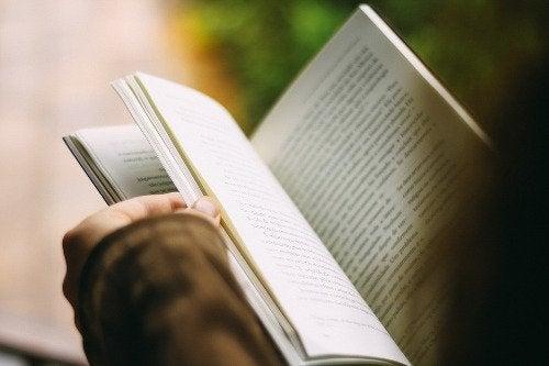 покращіть своє психічне здоров'я за допомогою читання
