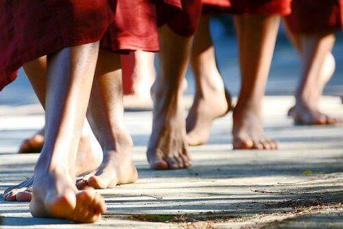 Медитація під час піших прогулянок для знищення негативних емоцій