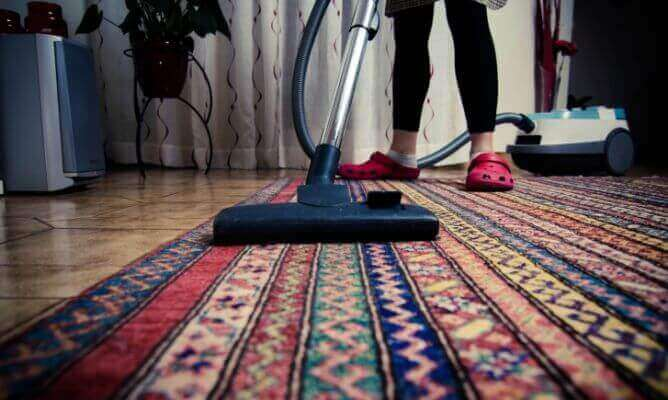 Прибирання щоб усунути неприємні запахи