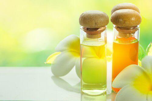 Олія для шкіри на шиї