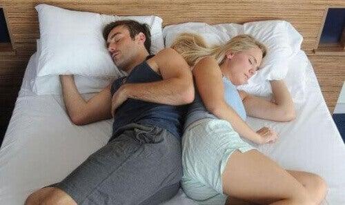 спати з партнером