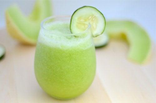 Коктейль з дині, зеленого яблука та огірка для втрати ваги