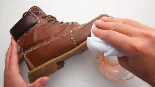 яблучний оцет для чищення взуття