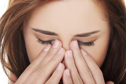 Гіпертонія викливає біль в очах
