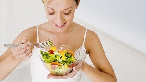 легкі салати щоб вивести з організму токсини