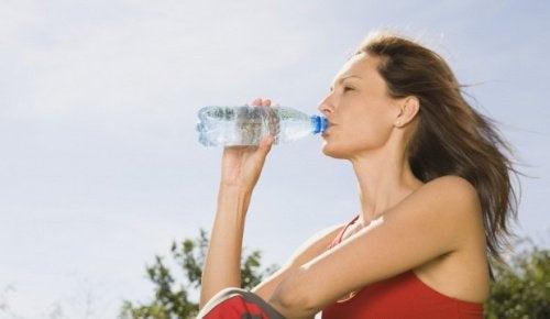 вода щоб вивести з організму токсини