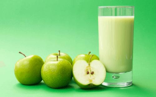 смузі із зеленим яблуком