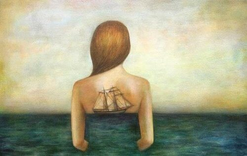 дівчина з кораблем на спині