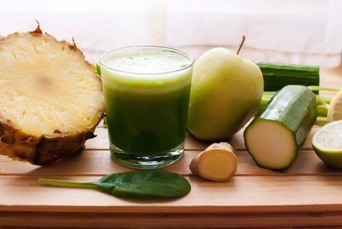 Як вивести зайву рідину за допомогою ананаса, огірка і хвоща