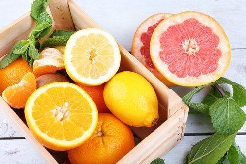 грейпфрут та апельсини