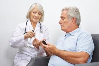 лікар з пацієнтом