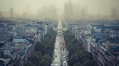 забруднене повітря у місті, смог