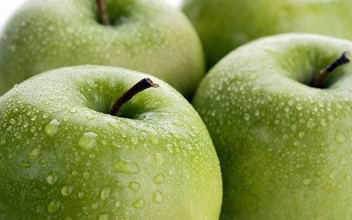 яблука зволожують тіло