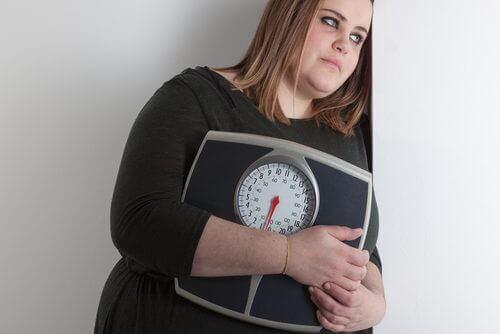 дівчина з надмірною вагою