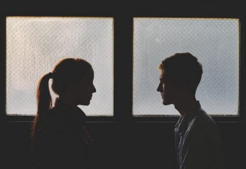 Поновити стосунки з колишнім партнером: варто чи ні?