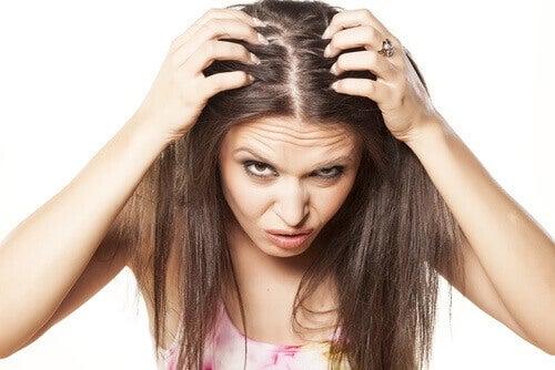 волосся жінки