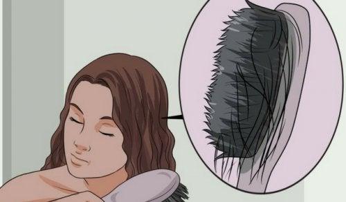 Чому волосся тоншає? Дізнайтеся про причини та продукти, щоб запобігти цьому
