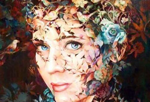 квіти у волоссі жінки