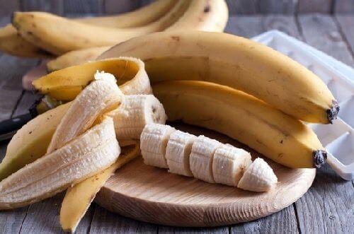 маска для волосся з медом і бананом