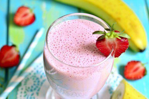 Полуничні напої для здоров'я: 6 найкращих рецептів
