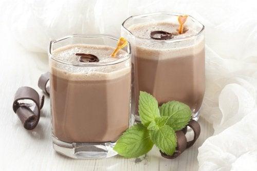 шоколадні коктейлі не зміцнюють кістки
