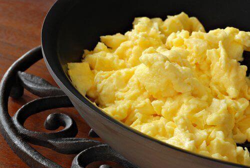 яйця корисні жирні продукти
