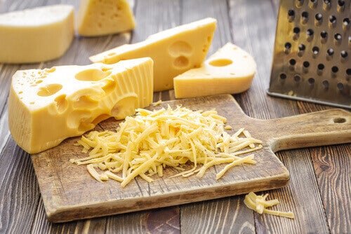 сир та корисні жирні продукти