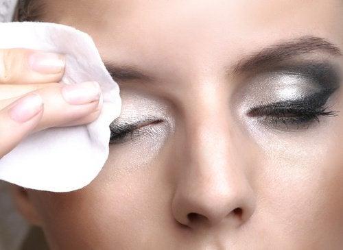 арганову олію можна використовувати для зняття макіяжу
