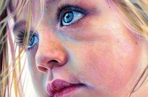 портрет дівчинки з блакитними очима