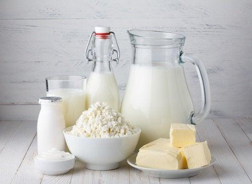 молочні продукти і вугри на підборідді