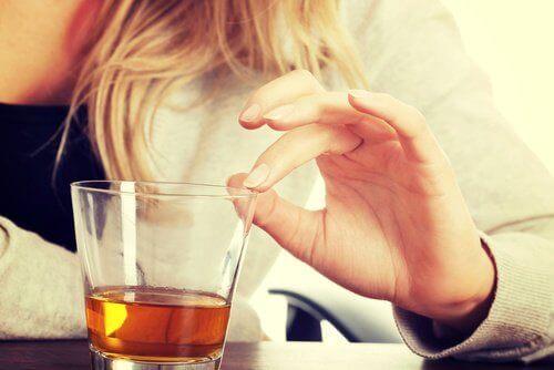 склянка з алкоголем