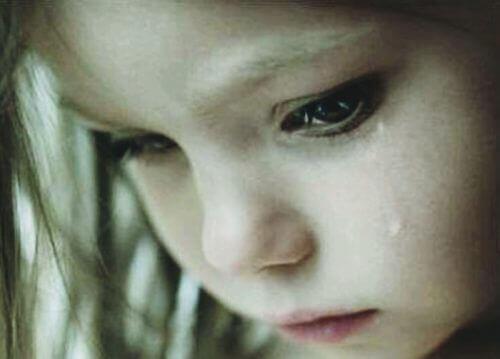 сумна дівчинка