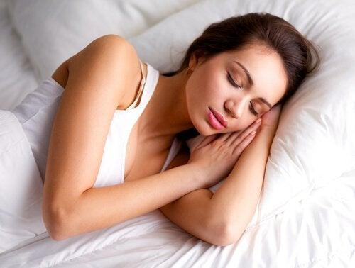 біль у плечах через неправильний сон