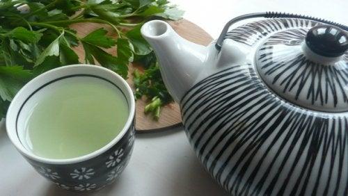 Чай з петрушкою та м'ятою для детоксикації печінки