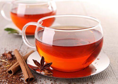 чай з корицею і англійський чай