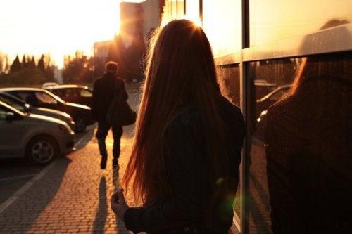 дівчина на вулиці