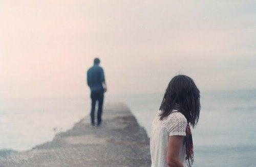 Чому так важко пережити розрив стосунків