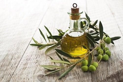 оливкова олія, щоб зробити вії довшими