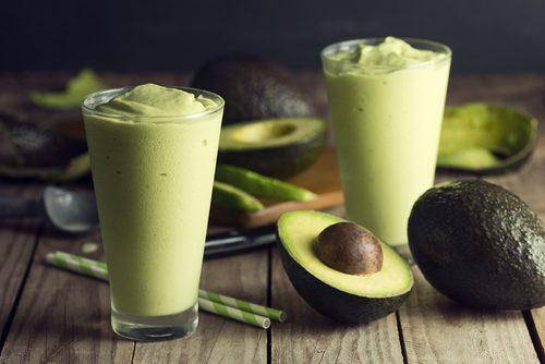 поживні смузі з авокадо