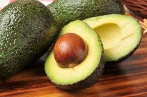 Поради для правильного зберігання авокадо