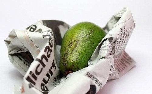 зберігання авокадо в газеті