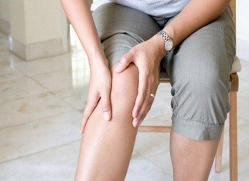 Як зменшити біль у колінах за допомогою їжі: 10 хитрощів