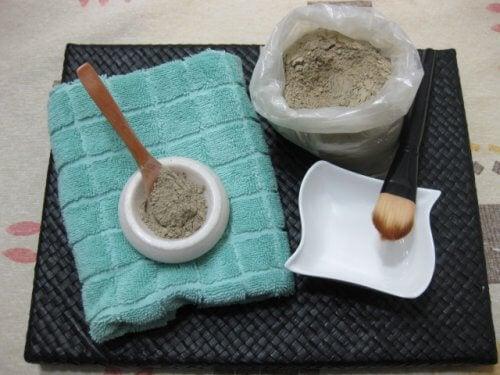 маска від акне на основі глини