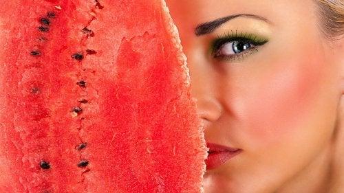 шкірка кавуна - це засіб для очищення обличчя