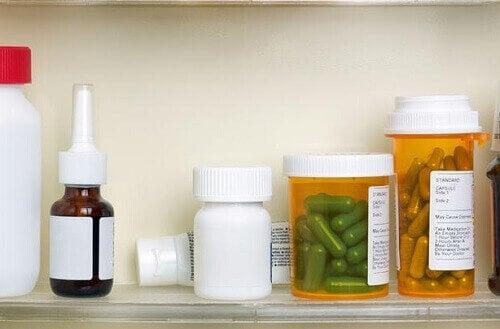 ліки у ванній