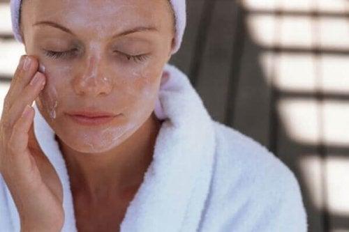 Маски для обличчя з оливковою олією: 5 домашніх рецептів