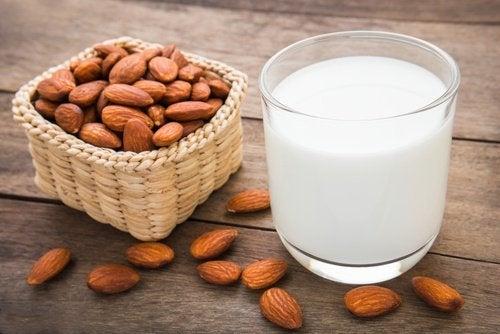 мигдальне молоко