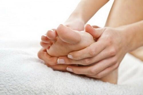опухлі ноги