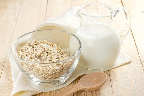 рослинне молоко з вівсяної крупи